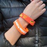 Vente en gros Fashion Giveaway Custom Wristband Smart Silicone Bracelet avec Debossed