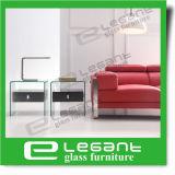 اللون الأخضر يدهن زجاجيّة جانب طاولة مع عجلات