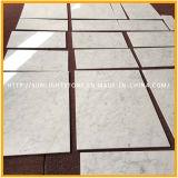 自然なイタリアの磨かれたBiancoカラーラの白い大理石の台所床タイル