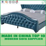 優雅な家具の柔らかい寝室の革ベッド