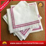 Diseño llano del plegamiento de la servilleta de vector de la servilleta del hotel del poliester del satén