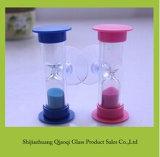 カラー砂の吸盤が付いているハンドメイドの過透性のプラスチック砂時計