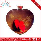 Lo specchio cosmetico del cuore dorato compone