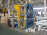 기계 (QFT 6-16)를 만드는 콘크리트 블록