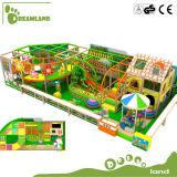 A selva do fabricante caçoa o equipamento interno do campo de jogos para a venda