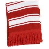 La Germania che lavora a maglia la sciarpa acrilica del jacquard