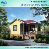 Piccolo cottage prefabbricato con l'altezza per vivere