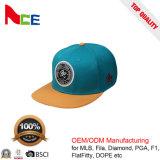 A onda feita sob encomenda da fábrica de China remenda o chapéu liso de 6 esportes da borda da borda lisa do painel