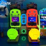 子供のアーケードのレースカーのゲーム・マシン