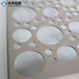 Panneaux perforés en aluminium de façade de construction avec le modèle personnalisé