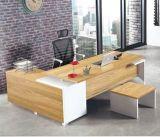 管理表のファイリングキャビネット、食器棚、コーヒーテーブルのオフィスの木のオフィス用家具セットが付いている一定の執行部の机