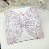 豪華なレーザーの彫版は結婚式の招待のカードの紙カードを梳く
