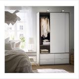 De moderne Witte Garderobe van de Deuren van /Sliding van de Garderobe