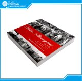 無線綴じの黒の白い写真の本の印刷