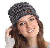 제작한 상표 여자의 우연한 모자에 의하여 뜨개질을 한 베레모를 주문을 받아서 만드십시오