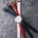As mulheres personalizado de aço Relógios de quartzo alça em couro Fashion Senhoras relógio de pulso