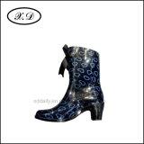 PVCが付いている女性方法雨靴