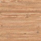 木製のセラミックタイルの床は木のように見える