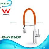 Saque el disipador de lavado de latón de diseño de cascada de agua del grifo mezclador de cocina