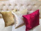 Декоративная подушка бархата способа валика
