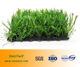 Ajardinando o relvado artificial sintético ao ar livre interno do jardim da grama
