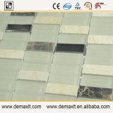 La cucina della decorazione della parete copre di tegoli il mosaico di vetro