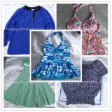 Используемые оптом сортированные одежды второй руки одежды