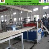 Kurbelgehäuse-Belüftung gerunzelt/Wellen-/Dach-Extruder, der Maschine produzierend verdrängt