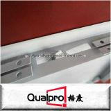 El panel de acceso del metal de hoja con el cierre cuadrado AP7010 del tornillo