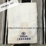 使い捨て可能なホテルの綿タオルの浴室タオルの綿タオル