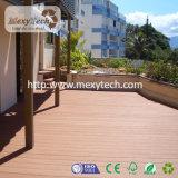 Decking en plastique en bois du composé WPC de piscine de patio de balcon