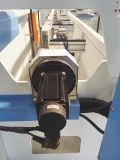 Сверля филируя выстукивая центр алюминиевого профиля ненесущей стены подвергая механической обработке