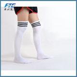 Calzini lunghi di calcio di gioco del calcio di sport dei bambini sopra l'alto calzino del ginocchio