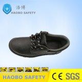 Puntera de acero bajo los zapatos de trabajo de seguridad en el tobillo