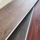 L'utilisation intérieure et de matériel en PVC PVC décoratifs carreaux de plancher de verrouillage