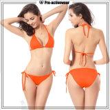 Due costumi da bagno sexy caldi delle donne del bikini della spiaggia della ragazza delle parti