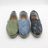 人様式第198のための標準的な様式のキャンバスの偶然靴