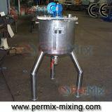 El tanque de mezcla industrial con el mezclador