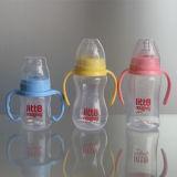 Kleurrijke het Voeden van de Baby Fles met het Uitsteeksel en de Dekking van het Silicone
