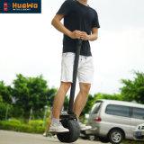"""Um do auto elétrico do """"trotinette"""" da roda Unicycle de equilíbrio Electrique"""