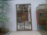 良質の錬鉄のゲートまたは金属のドアまたは鉄のドアか出入口