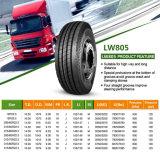 O caminhão monta pneus os pneumáticos sem câmara de ar 295/60R22.5 de TBR