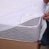 Couverture de matelas imperméable à l'eau de flanelle confortable superbe