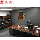 最新の現代デザイン管理の机のオフィス