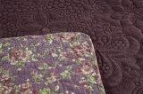 フランネルファブリックが付いている刺繍毛布はバイオレットのカスタマイズされてでき、