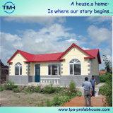 Casa de la estructura de acero con la escalera