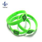 Bracelet en silicone économique et à couleurs vives respectueux de l'environnement