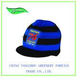 Chapéu do Knit do azul e do preto com um Applique