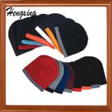 Красный связанный шлем Beanie с шлемами связанными заплатой
