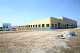 クレーンが付いているプレハブの軽い鉄骨構造の倉庫